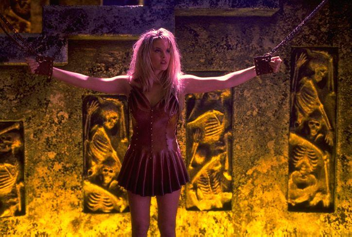 Bridgette Wilson – Mortal Kombat movie photo gallery ...